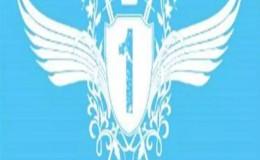 343班皇冠与翅膀图案蓝色背景班旗设计图